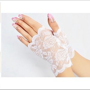 NWT Lace Wrist Length Gloves
